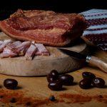 KAIZER: Piept de porc fiert și afumat, aromatizat cu condimente naturale.
