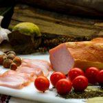 MUŞCHI FILE: Mușchi de porc crud uscat și afumat, aromatizat cu condimente naturale.