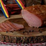 MUŞCHI FILE CRUD USCAT: Mușchi de porc crud uscat și afumat, aromatizat cu condimente naturale.