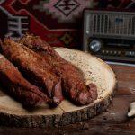 MUŞCHI MONTANA ŢĂRĂNESC: Mușchiuleț de porc fiert și afumat, aromatizat cu condimente naturale.