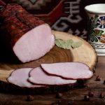 MUŞCHI ŢIGĂNESC: Cotlet de porc fiert și afumat, aromatizat cu condimente naturale.
